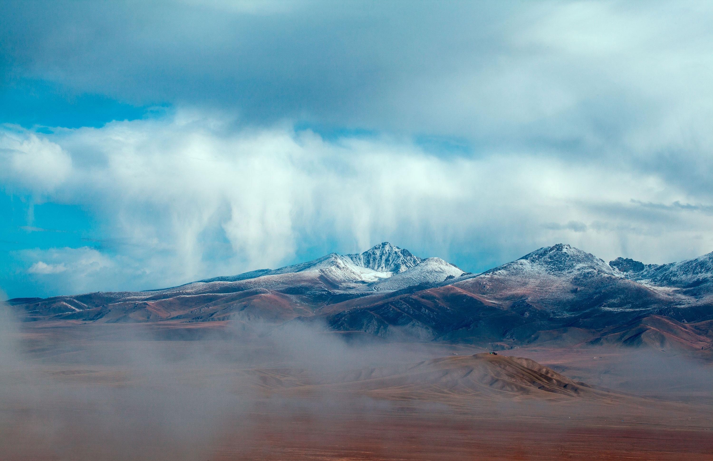 雪山风景 壮观 山峰 蓝天白云 云朵