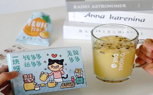 一块呀×小崽子联名款「打工人梦想礼盒」:喝杯果茶休息下吧